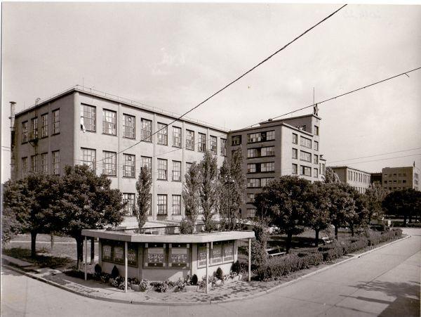 Tisza cipőgyár gyárépület és raktár - Martfű Városi Művelődési Központ és Könyvtár, CC BY-NC-ND