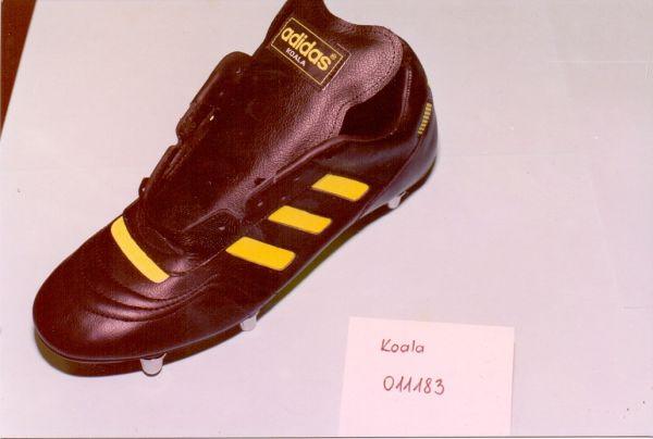 Az utolsó Adidas modellek - egy 20 éves kapcsolat vége. Enyedi Károly és Csizmadia Gyuláné technológusok irányításával. Modell: KOALA 011183 - Martfű Városi Művelődési Központ és Könyvtár, CC BY-NC-ND