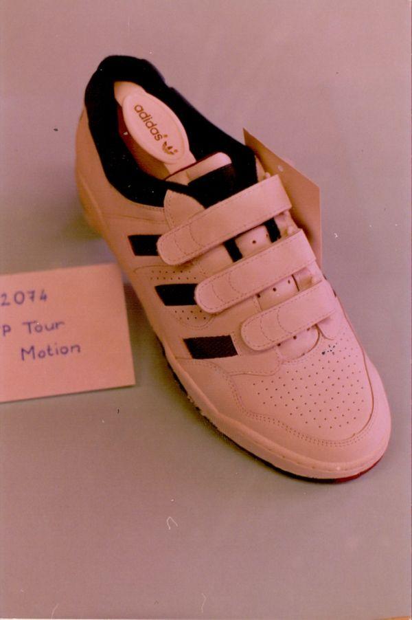 Az utolsó Adidas modellek - Martfű Városi Művelődési Központ és Könyvtár, CC BY-NC-ND