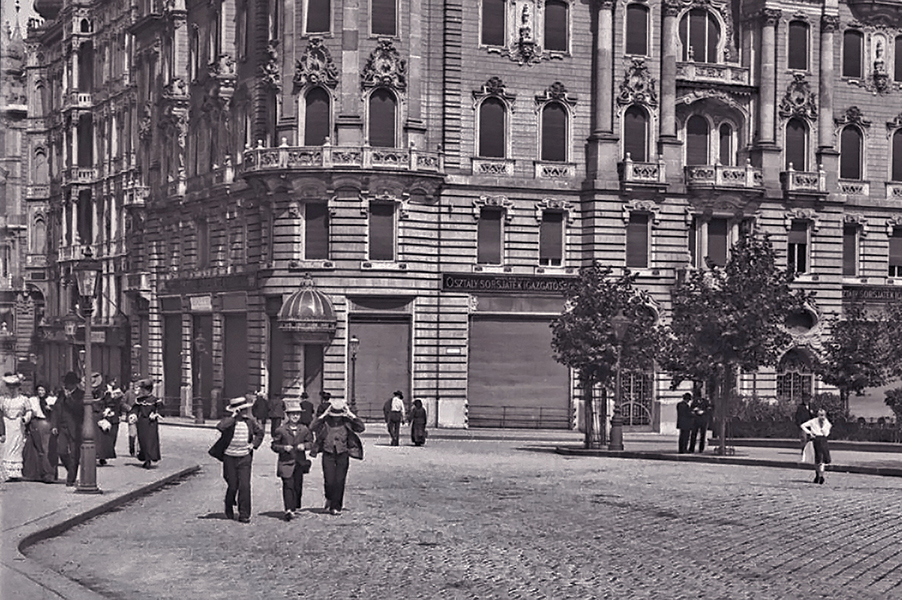 Járókelők az Eskü téren - Kuny Domokos Múzeum, CC BY