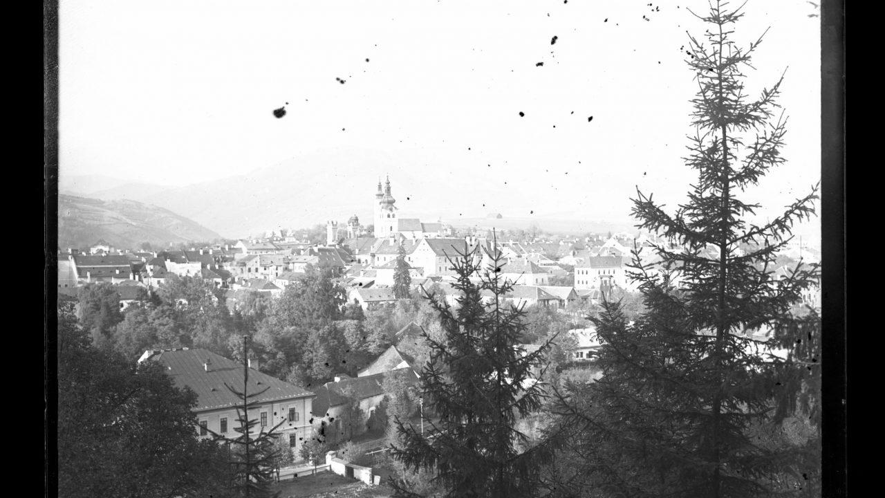 A városházának pedig a modern szlovák művészet alkotásait kell hosszú távon elviselnie