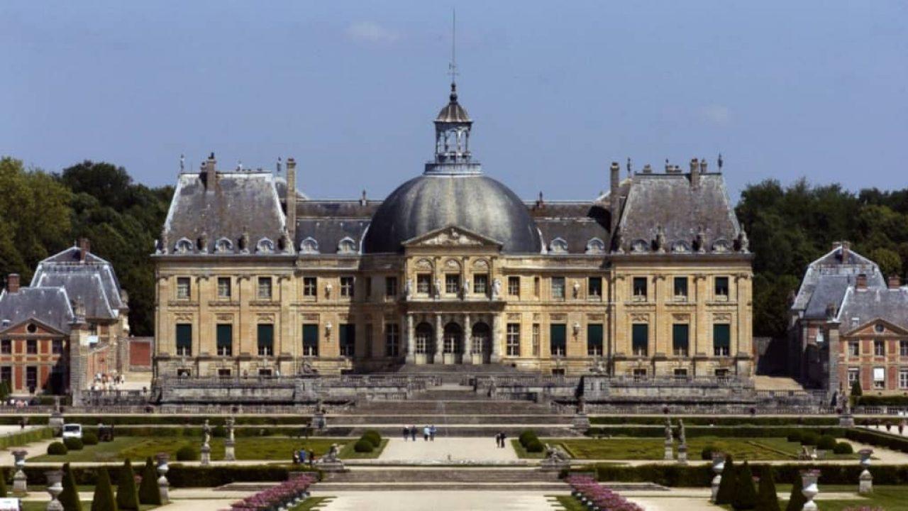 Rablóbanda XIV. Lajos pénzügyminiszterének kastélyában