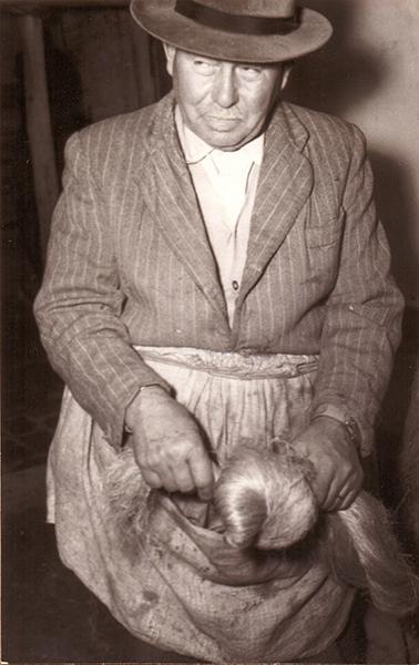 A kendervég becsavarása - Peics Antal köteles műhelyében - Thorma János Múzeum, CC BY-NC-ND