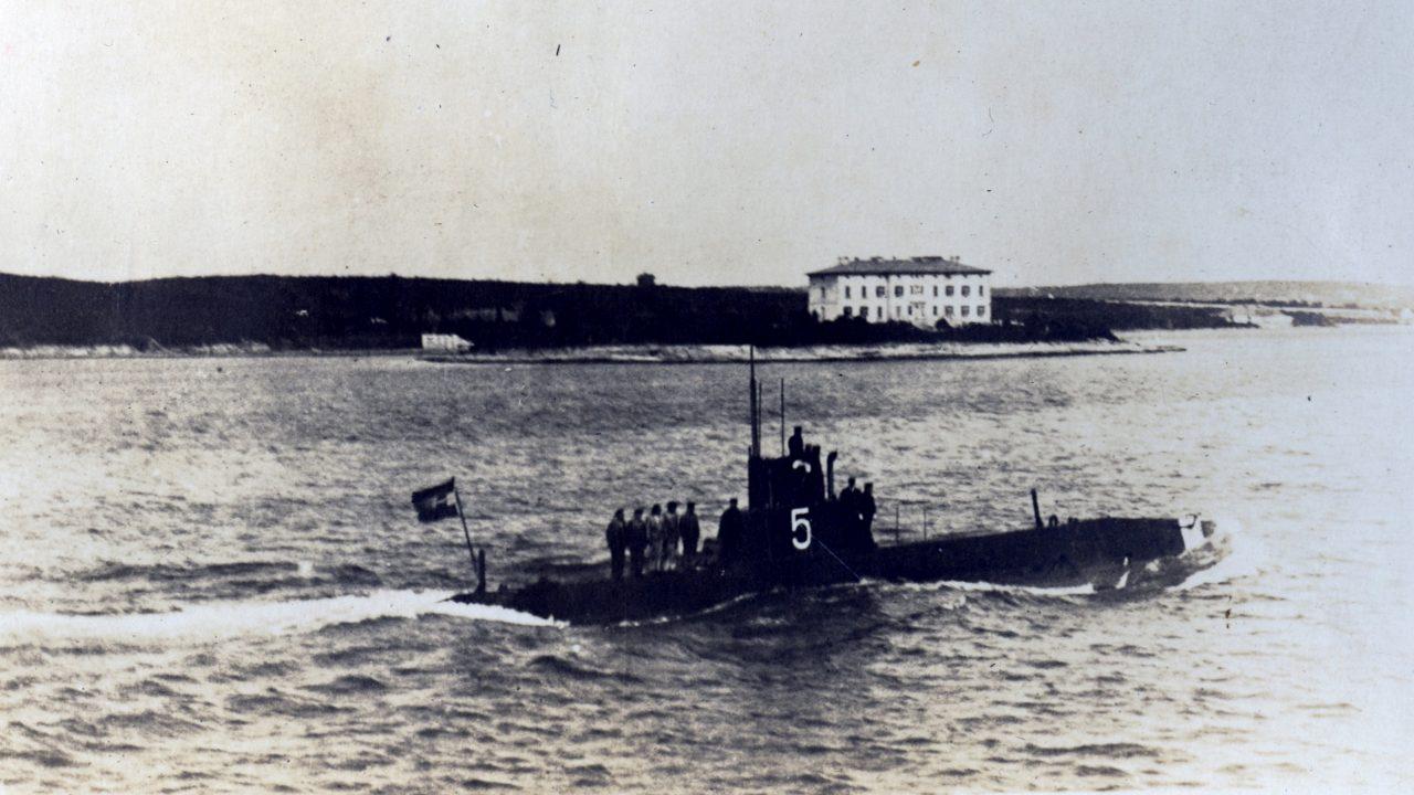 A hálóba keveredett tengeralattjáró