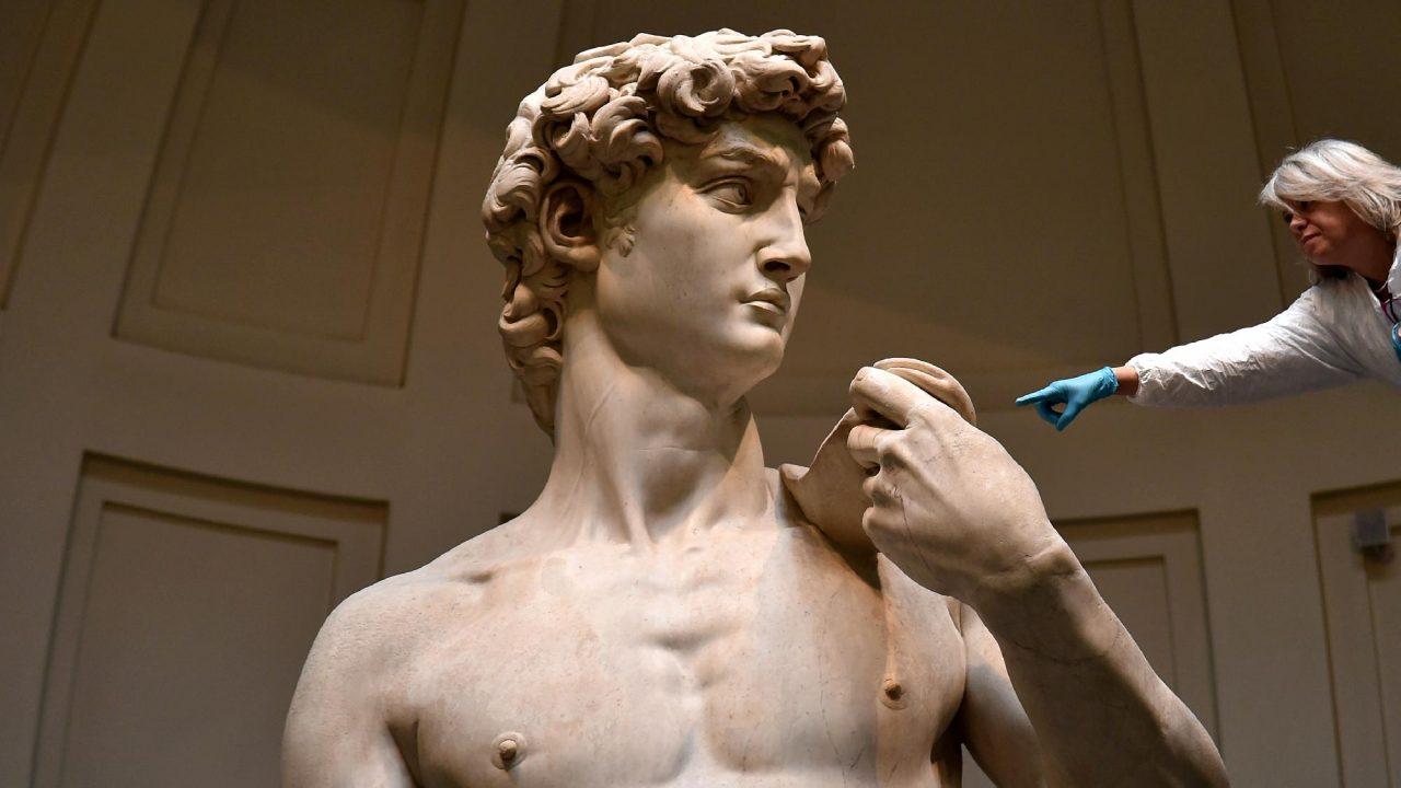 Michelangelo Dávidja egy milliméterben