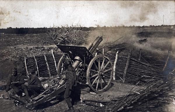 Löveg az elsütés pillanatában - Magyar Ferences Könyvtár, CC BY