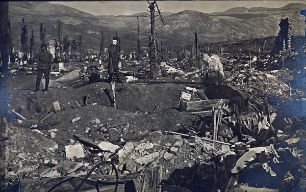 Feldúlt, lerombolt temető - Magyar Ferences Könyvtár, CC BY