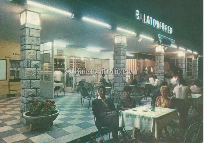 Balatonfüreden az utasellátó éttermében - 1968 - Balatoni Múzeum, CC BY-NC-ND