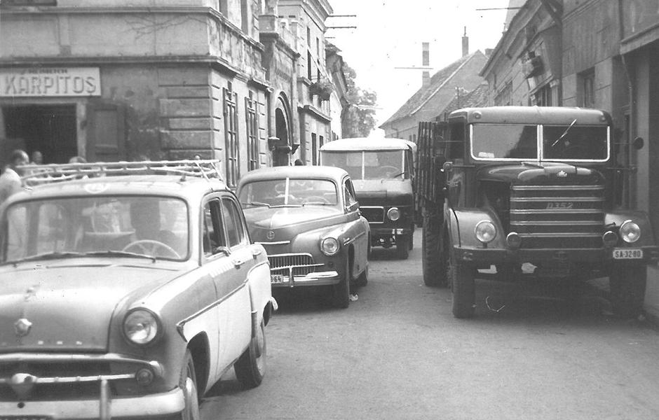 Dugóban, 1968-ban - Gróf Esterházy Károly Múzeum, Pápa, CC BY-NC-ND