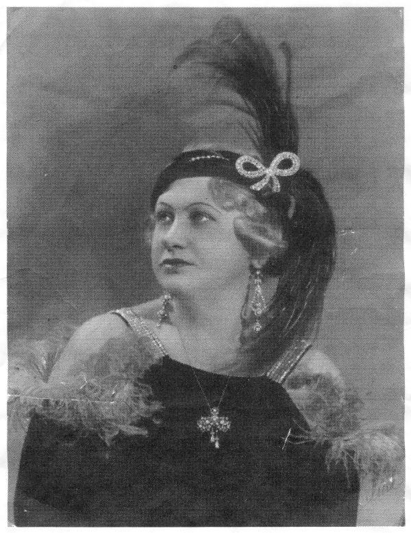 Auguszt Józsefné bálanyaként, Budapest, 1932 - MKVM, CC BY-NC-ND