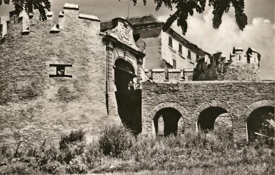 Siklósi vár az 1950-as években - Csorba Győző Könyvtár - Pécs, CC BY-NC