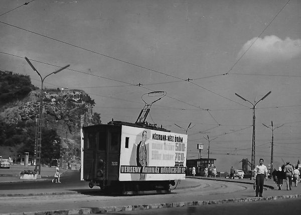 Verseny Áruház reklámja villamoson Budapest 1963. - MKVM, CC BY-NC-ND