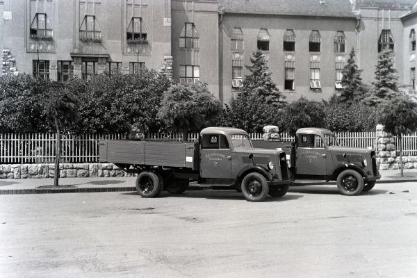 Pécsi tűzoltóság kisteherautói - Fortepan, CC BY-SA