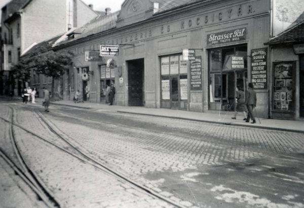 Pécsi utcakép - Fortepan, CC BY-SA