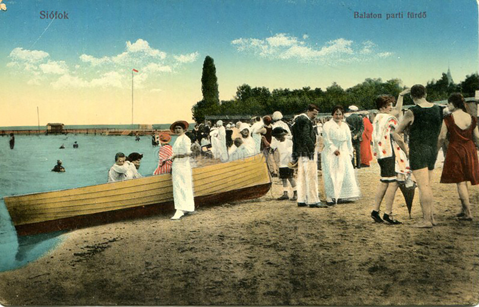 Strandolók Siófokon a tóparti fürdőnél (1916) - Balatoni Múzeum, CC BY-NC-ND