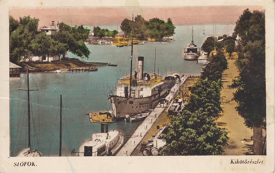 Képeslapon a siófoki kikötő - Balatoni Múzeum, CC BY-NC-ND