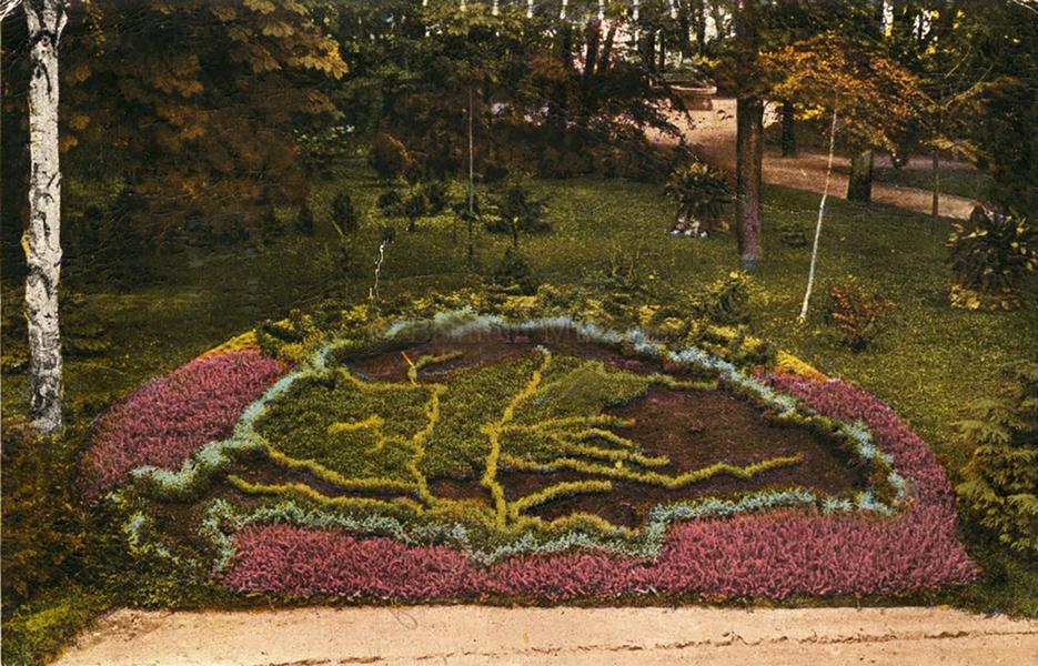 Virágágyás Balatonfüreden (1930-körül) - Terleczky József, CC BY-NC-N