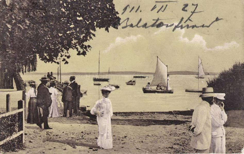 Séta a balatonfüredi tóparton (1911) - Balatoni Múzeum, CC BY-NC-ND