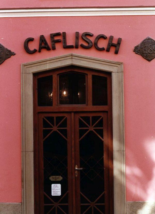 A Caflisch cukrászda felújítása - Dr. Kistelegdi István, CC0