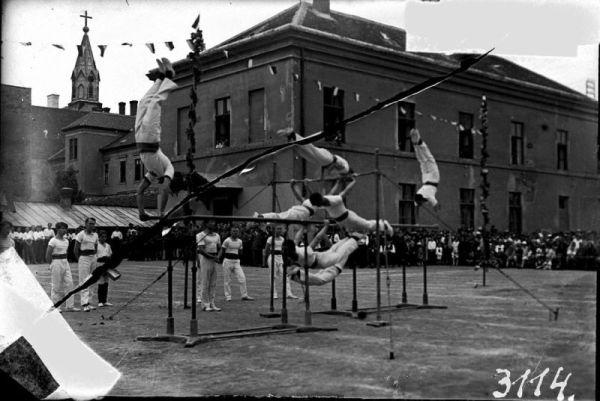 Üvegnegatív, Tornaünnepély - Gróf Esterházy Károly Múzeum, Pápa, CC BY-NC-ND