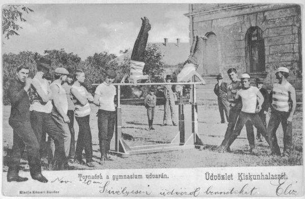 Tornaóra gimnázium udvarán - Thorma János Múzeum, CC BY-NC-ND