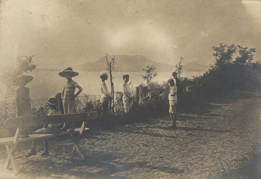 Kilátás a fonyódi hegyről Badacsonyra (1907) - Balatoni Múzeum, CC BY-NC-ND