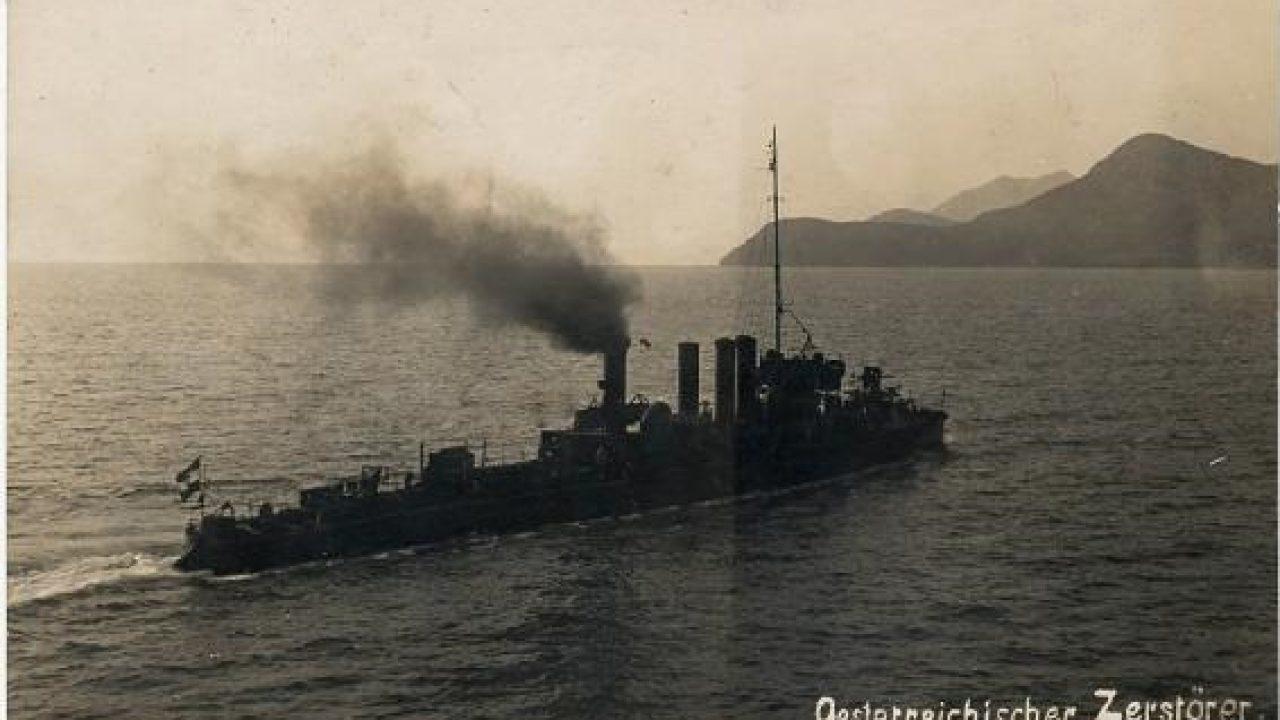 Léghajó és romboló összecsapása