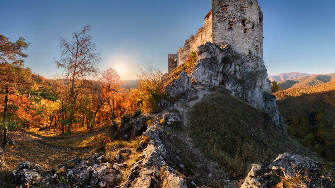 A báróék az öreg vár helyett a kényelmes kastélyt választották