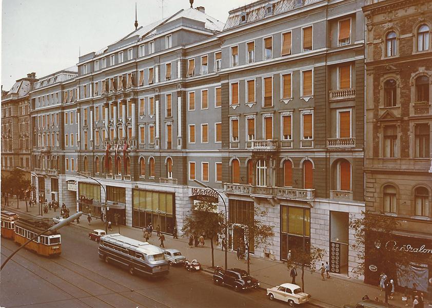 A Royal Szállónál (1960) - MKVM, CC BY-NC-ND