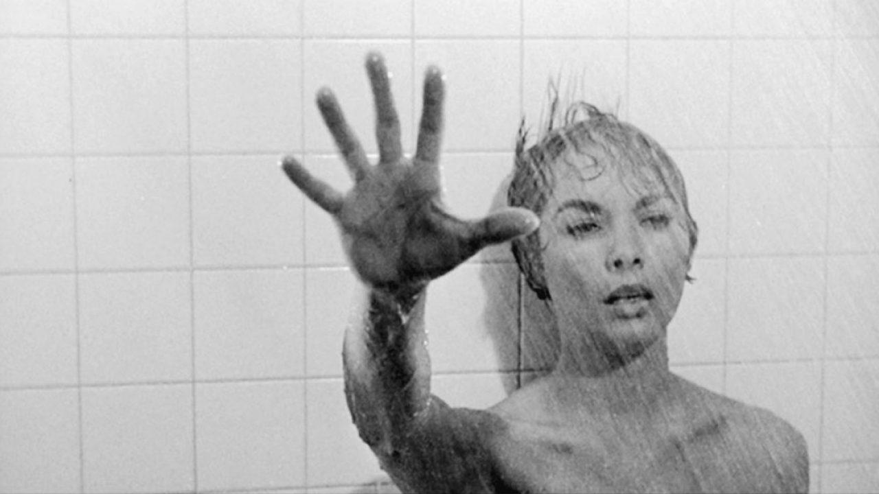 Hatvan színésznő a zuhanyjelenetben