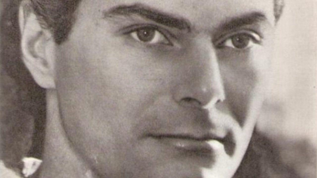 Könyv fényképekkel Róna Viktorról