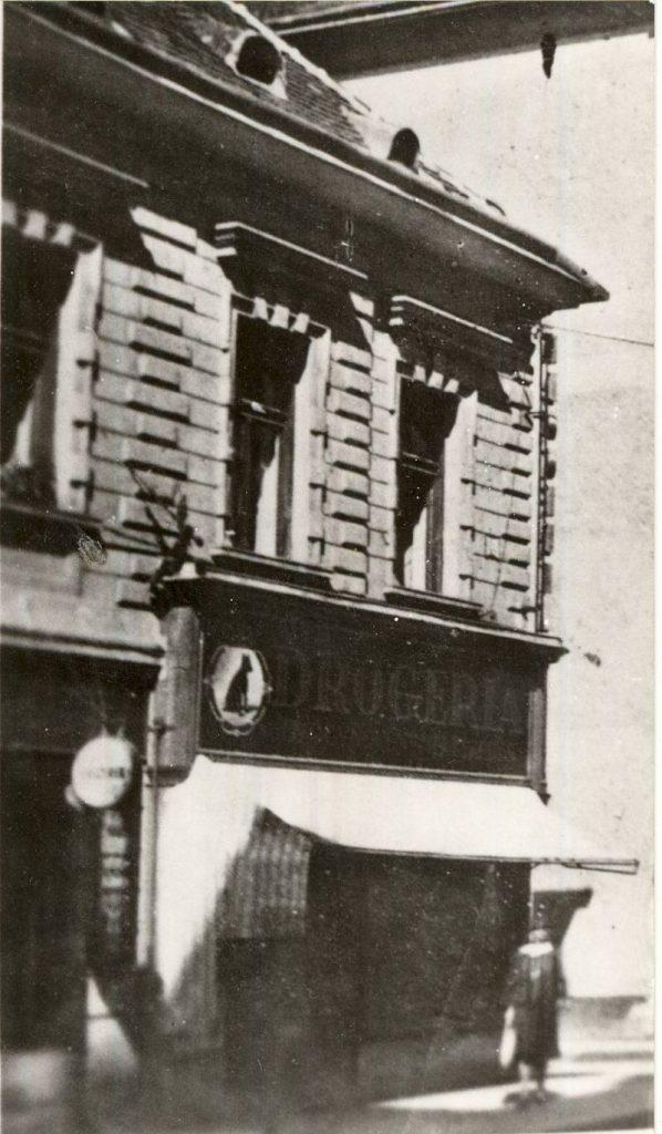 Fekete Kutya Drogéria - Magyar Kereskedelmi és Vendéglátóipari Múzeum, CC BY-NC-ND
