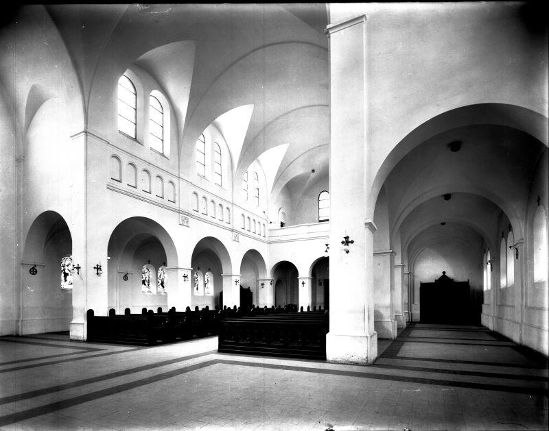 Szent Kereszt templom - Budapest, Ferencváros - Magyar Ferences Könyvtár, CC BY