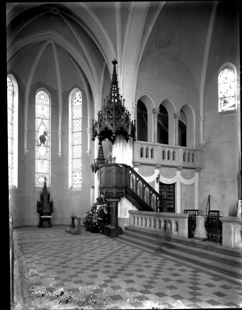 Szent László templom - Budapest, Angyalföld - Magyar Ferences Könyvtár, CC BY