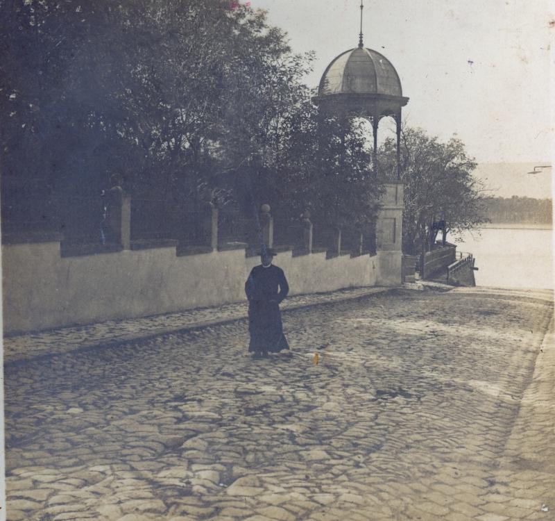Vác - Lejárat a Dunához a püspöki kert mellett - Magyar Ferences Könyvtár, CC BY