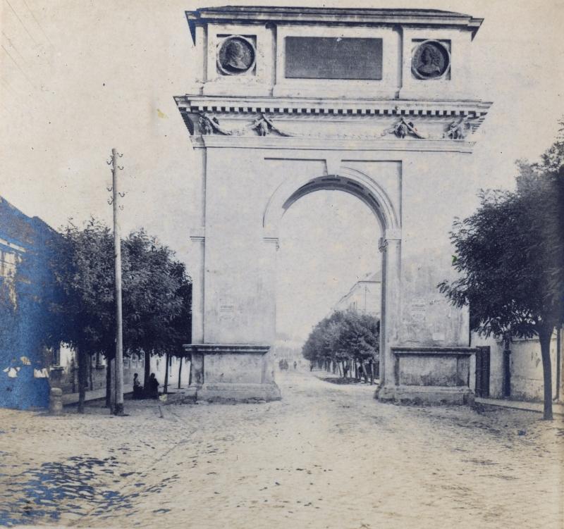 Vác - Mária Terézia kapu - Magyar Ferences Könyvtár, CC BY