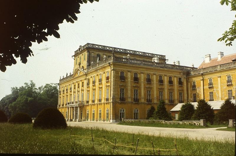 Skoflek István diaképei – Esterházy-kastély - Kuny Domokos Múzeum, CC BY