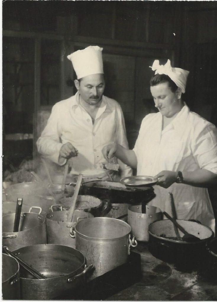 200 vidéki szakács tanuló a Belvárosi Kávéház konyháján - MKVM, CC BY-NC-ND