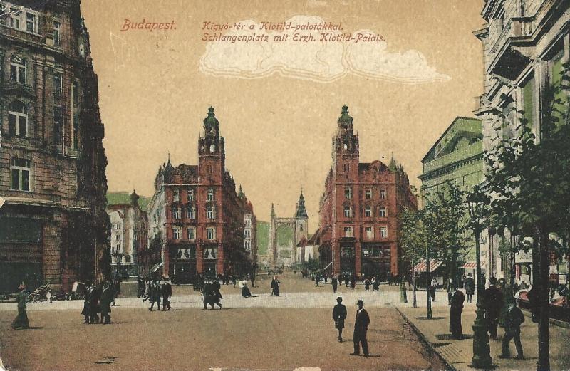 Színezett képeslapon a Kígyó tér a Klotild palotákkal - Magyar Kereskedelmi és Vendéglátóipari Múzeum, CC BY-NC-ND