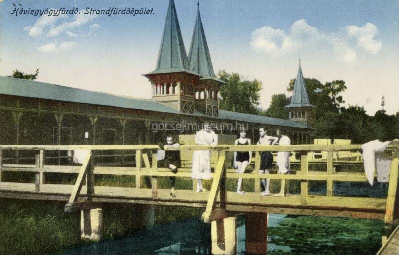 Színezett képeslap: Hévíz - Strandfürdő épülete. - Göcseji Múzeum, CC BY-NC-ND