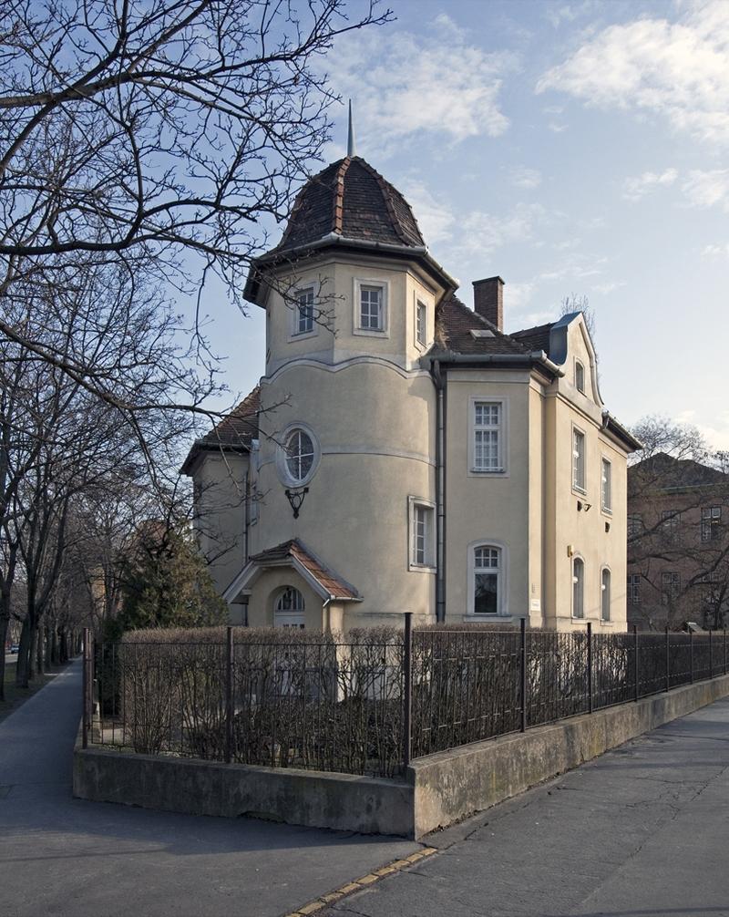 Utcakép a Wekerletelepen, a Pannónia út 10. előtt - Magyar Nemzeti Digitális Archívum és Filmintézet, CC BY-NC-ND