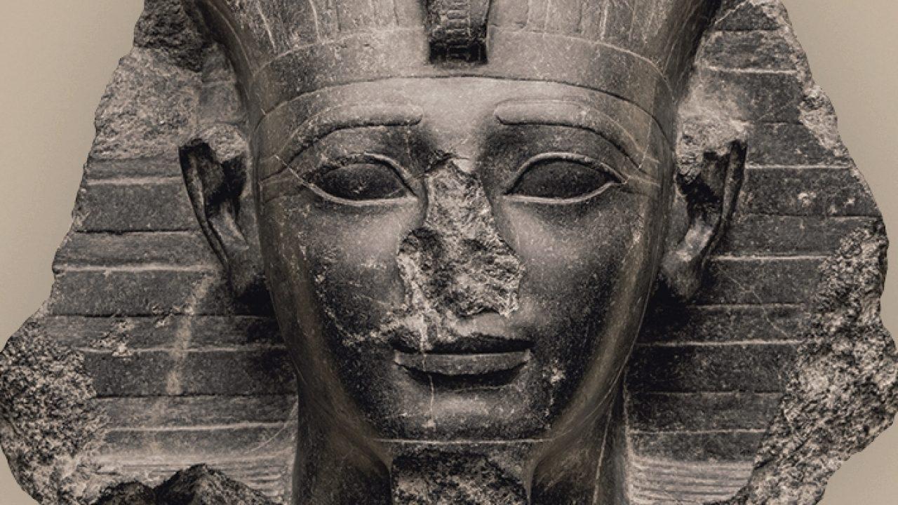 Beléphetünk II. Amenhotep sírjának életnagyságú, valósághű másába