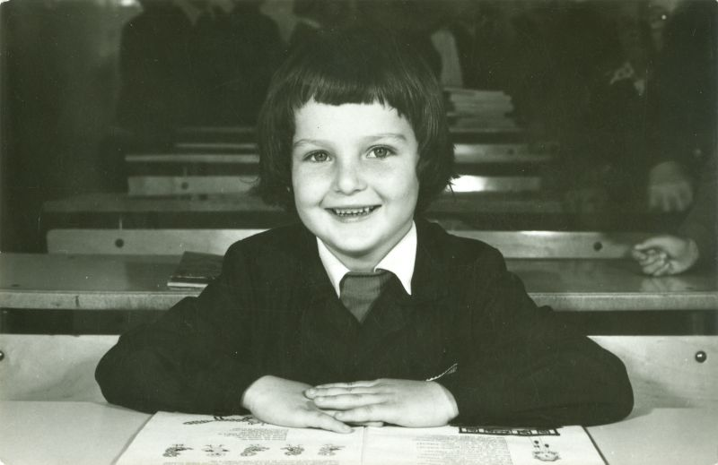 Nawrocki Ádám az első osztályban, olvasókönyvvel - Déri Múzeum, CC BY-NC-ND