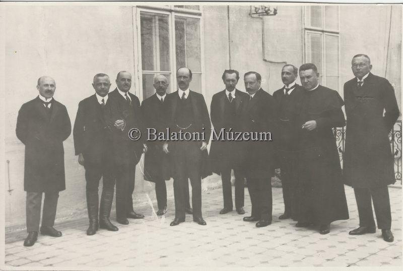 Csoportkép politikusokról - Balatoni Múzeum, CC BY-NC-ND